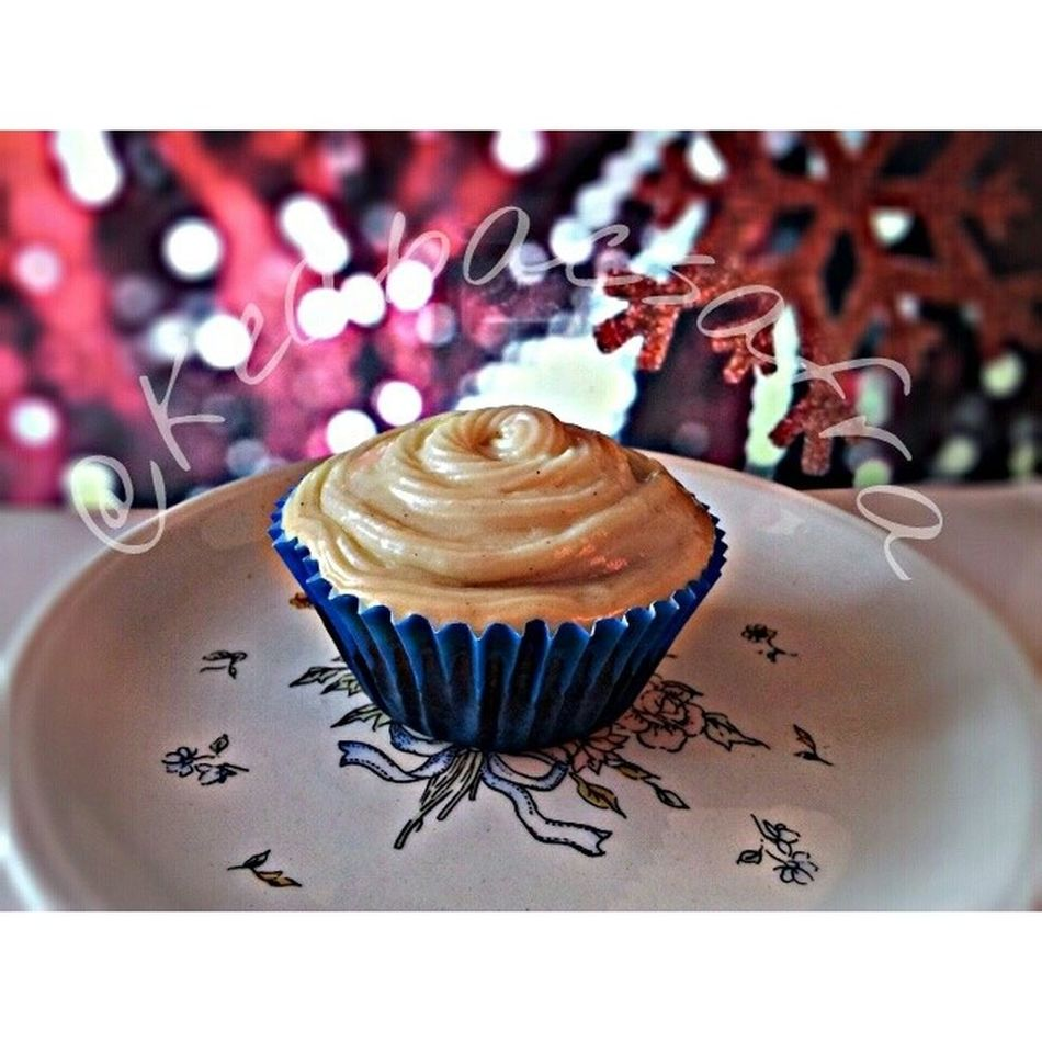 Uhhhg. I had two cupcakes already. They're soooooo gooood. Don't you just wana bite into that warm red velvety cupcake with that cold cream cheese frosting? Damn. I know you want this! @alexainwndrland! U home? :)) Redvelvetcupcakes Bakedgoods Chubbyassbunnylook