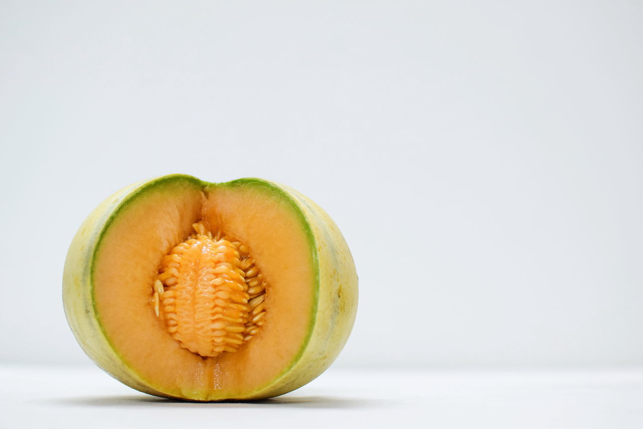 Melonitious 😋 InMakin! Melon Muskmelon Healthy Eating Fruit Freshness Vitamin C White Background SLICE Ready-to-eat Indoors  Close-up Studio Shot Randomness EyeEm Selects My Unique Style Selective Focus EyeEm Best Shots
