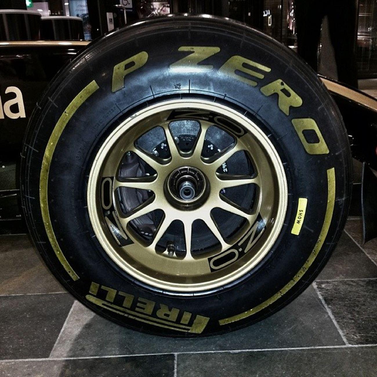 Pirelli Pzero Slicks F1 tyre oz wheel lotus gp renault