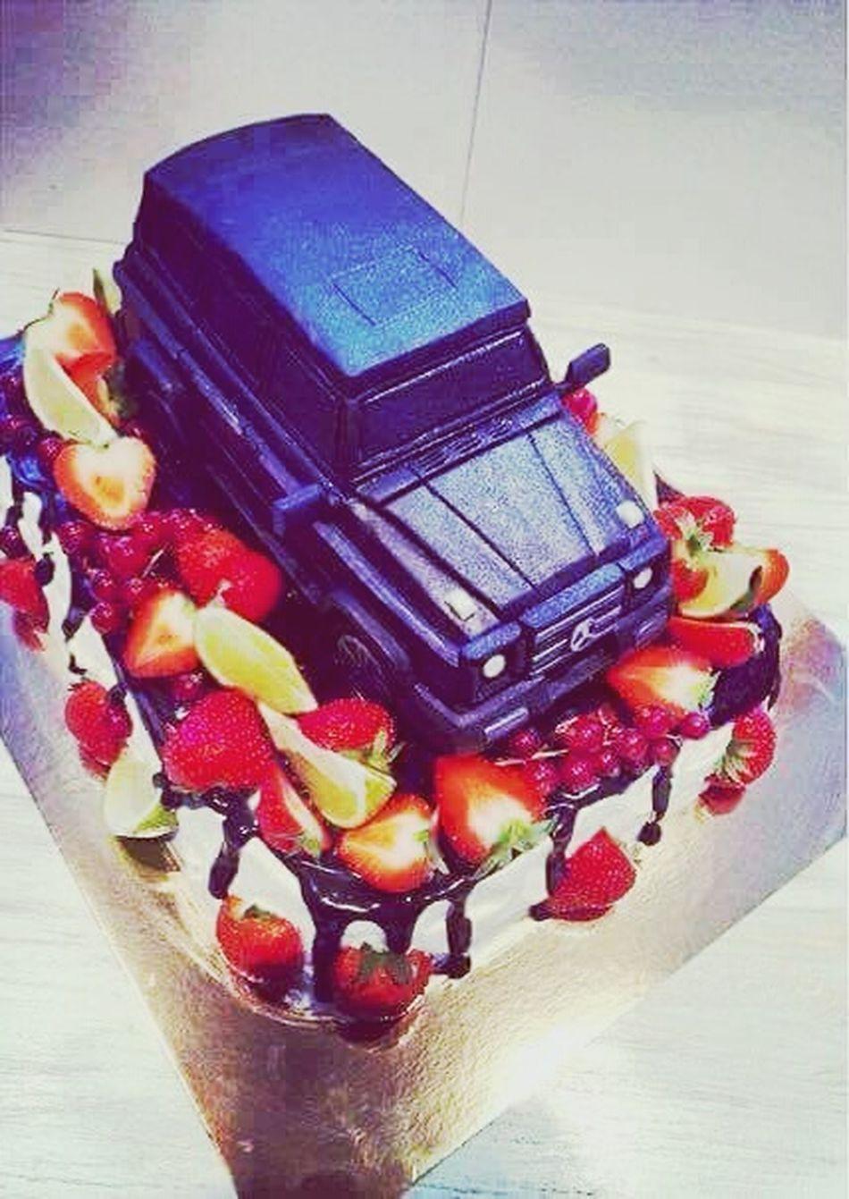 Hello World Cake Time Yamm Yamm Yammy :) Mercedes Gt Gelendvagen AMG Eating Cake 🎂🎂🎂🍰🍰🚗🚗