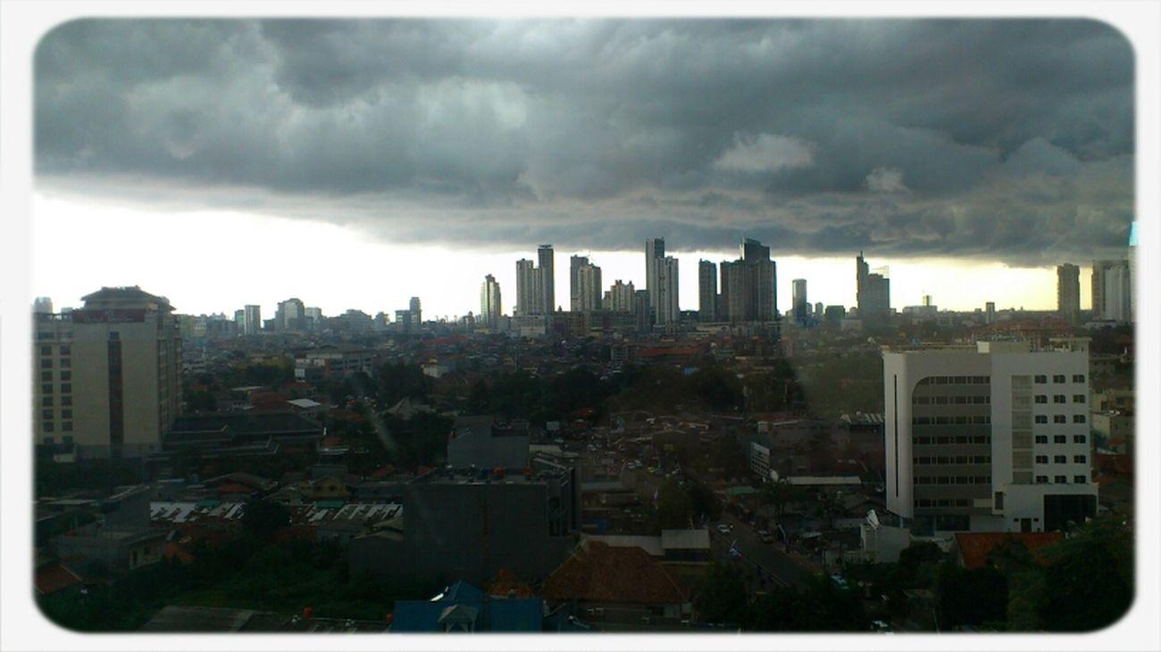#awanhitam Menggeluti Jakarta