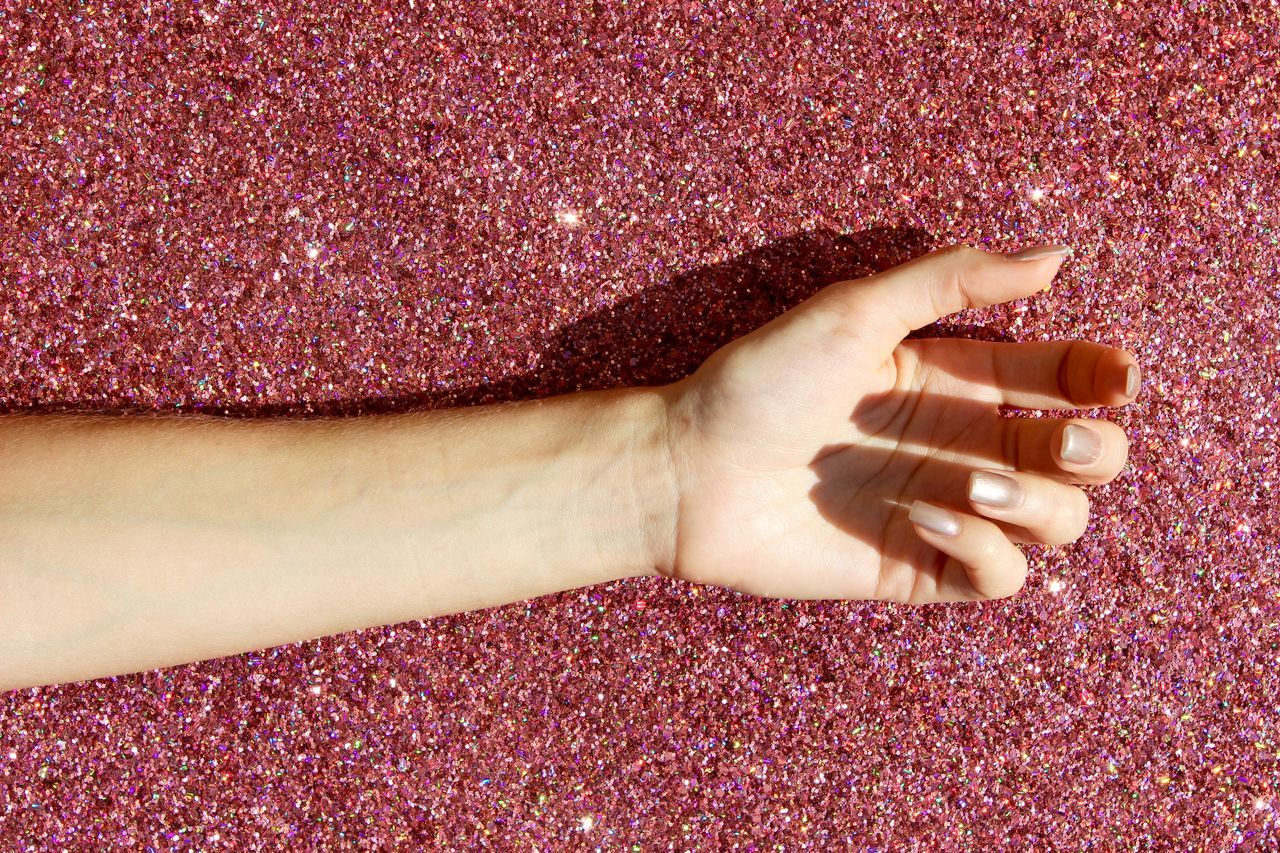 GLITTER!! Art ArtWork Beautiful Close-up Colors Contrast Creative Details Gettingcreative Girl Glitter Hand Helloworld Light Minimal Minimalism Minimalobsession People Photography Picoftheday Pink Textured  VSCO Vscocam Work