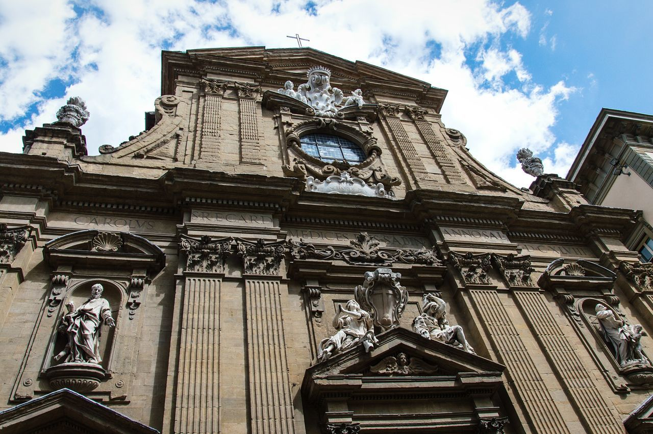 Architecture Travel Destinations Low Angle View City Building Exterior Cloud - Sky Travel Built Structure Outdoors Façade Church Firenze Italy🇮🇹 Cultures All_shots Nikonphotography EyeEm Best Shots Amazing Swag IGDaily Picoftheday Tweegram Loves_team_members History Tourism