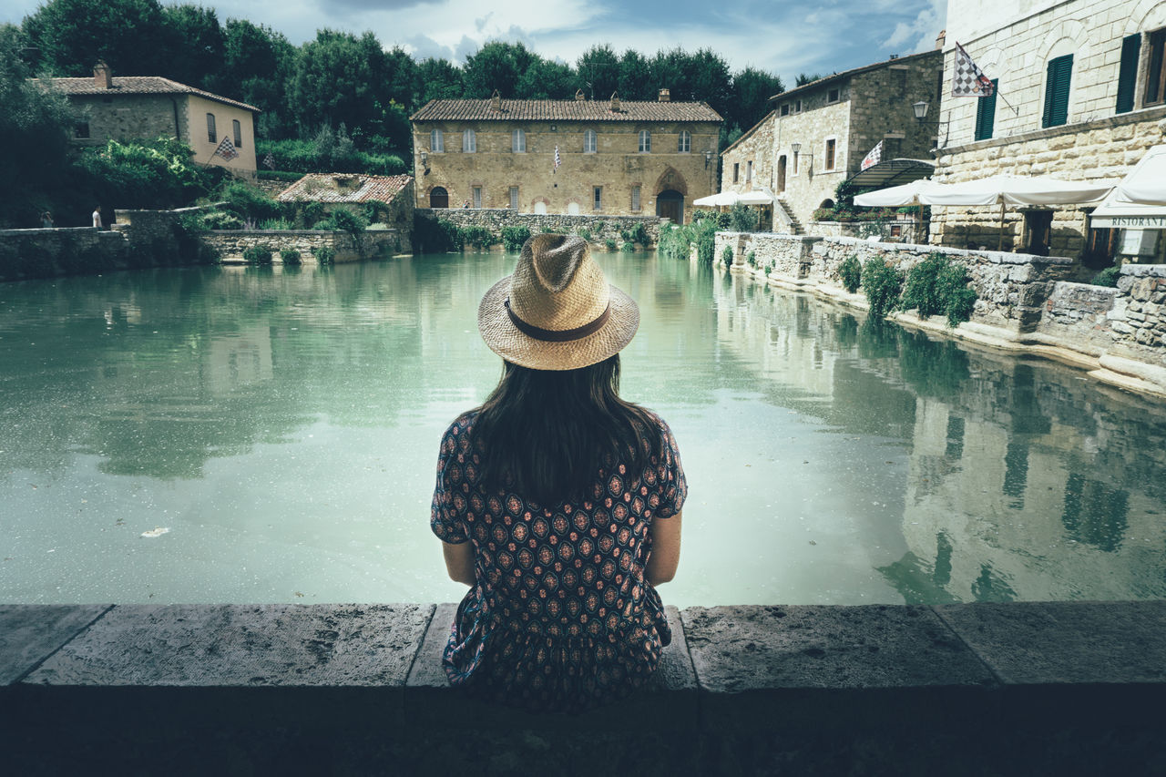 Lovely female traveler visiting the roman bath in the small town Bagno Vignoni in Tuscany, Italy Antique Italy Bagno Vignoni Beautiful Girl Beautiful View Beautiful Woman Female Traveler Historic Place IA Italia Italian History Italian Town Italian Village  Italy Tourism People Of Tuscany Roman Bath Sitting On The Rocks Toscana Tourism Tourist Hidden Gems  Travel Destinations Travel With Style Tuscany Tuscany Countryside Woman