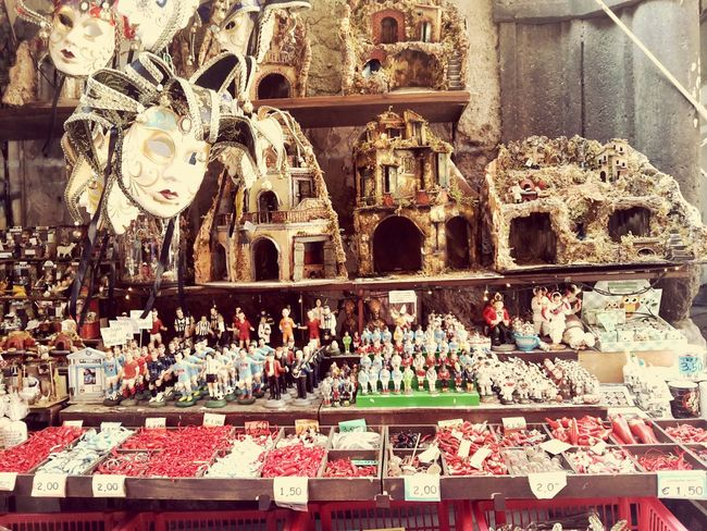 Napoli ❤ Napoli Spaccanapoli Sangregorioarmeno Sangregorio Presepi Presepio Statuette Artigiano Artigianale Artigianato Artigianali Artigianatoitaliano Lavoro