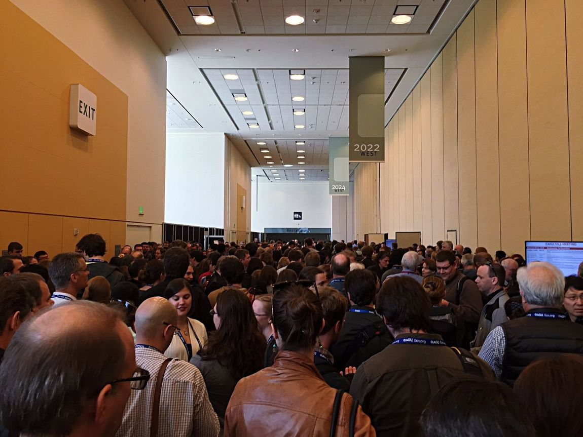 Large Group Of People Mosconecenter Conference Conferencecenter Agu15 American Geophysical Union Waiting In Line Open Edit