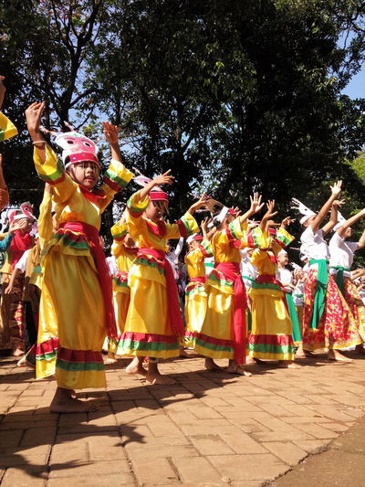 6). Colosal Kids Dance On Street Sunday Mass Traditional Culture Traditional Costume Cultural Dance