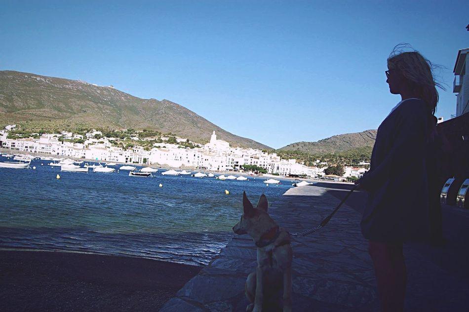 No suelo hablar de ti y de mi, ni de los minutos que nos separan. Quizás, sueño contigo desde antes de cruzar nuestras mejillas, quizas, encontré el amor nadando en tus ojos. Puede ser, que añore tu amor de adolescente y las locuras de cada noche. Tal vez, no olvide aquellos ratos de silencio, pero con nuestra música de fondo. Seguramente, siga soñando contigo hasta el final de mis días. Dog Sea Sky Beach Love Poesia Frases Amor Melancolia Nostalgia Remember Remembering Still Life Followme Calm Cloud - Sky Good Morning Photography Lifestyles Landscape