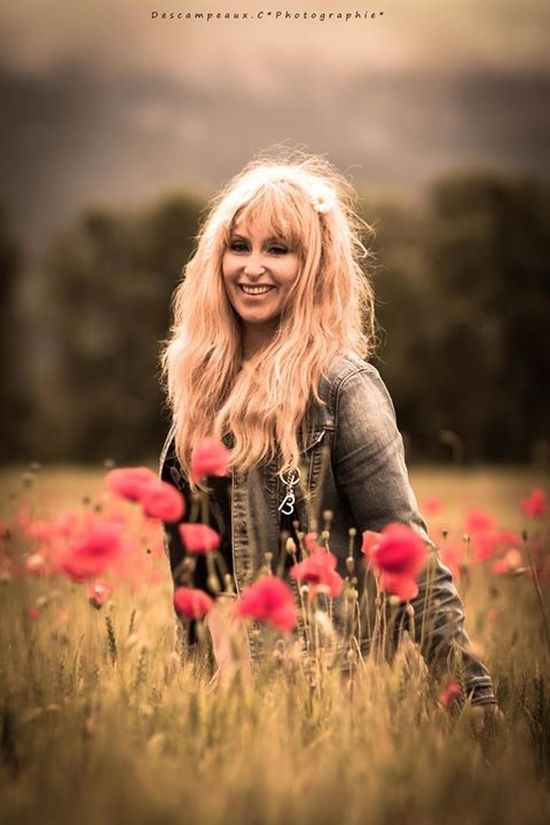 Flower Lifestyles Looking At Camera Blond Hair Smiling Person Nature Long Hair Mamuse Bbstyle BrigitteBardot Colors Coquelicot Dcphotographie Beauty In Nature Beautiful Girl