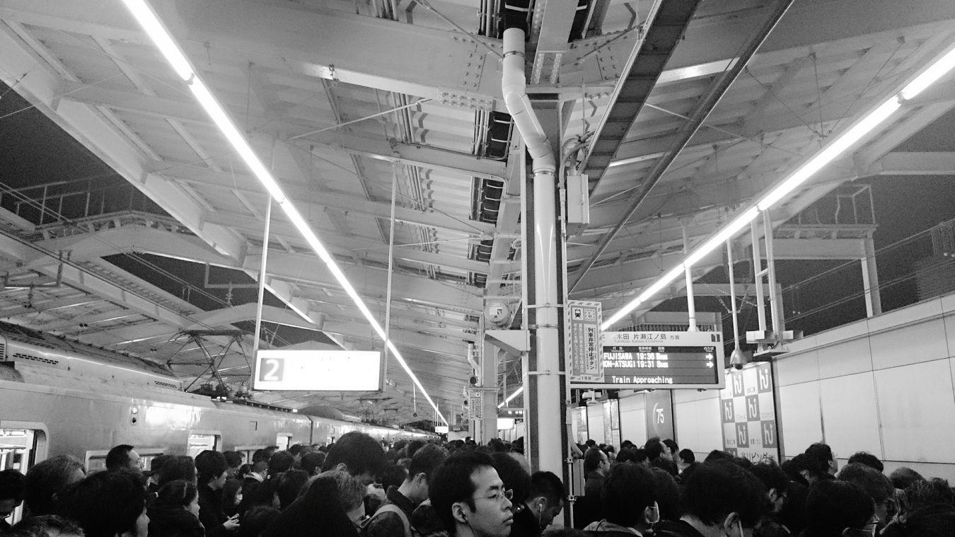 電車遅れて大混雑(苦笑)!早く帰りたい! Train Delay Disgusted Odakyuline Black & White