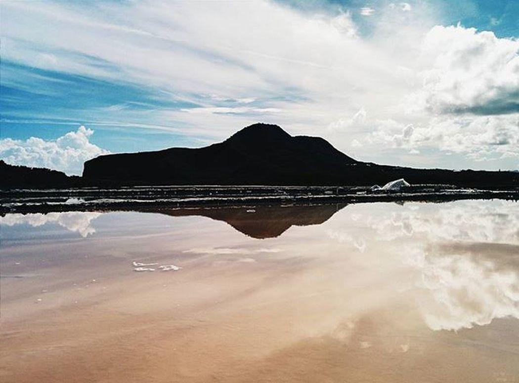 Reflejos salados 2. Montecristi IslaCabra Minasdesal Water Waterporn Reflection Colors Cloudporn Sky Mountain