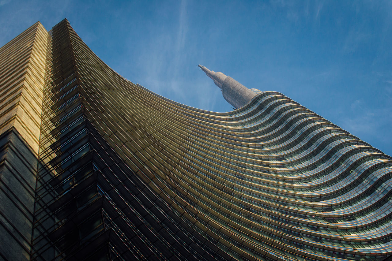 Skyscapers in Milan, Italy Architecture Architecturelovers Architectureporn Building Exterior Day Low Angle View Milan Milano No People Outdoors Porta Nuova Sky Skyscraper Skyscrapers Unicredit Tower The Architect - 2017 EyeEm Awards The Architect - 2017 EyeEm Awards