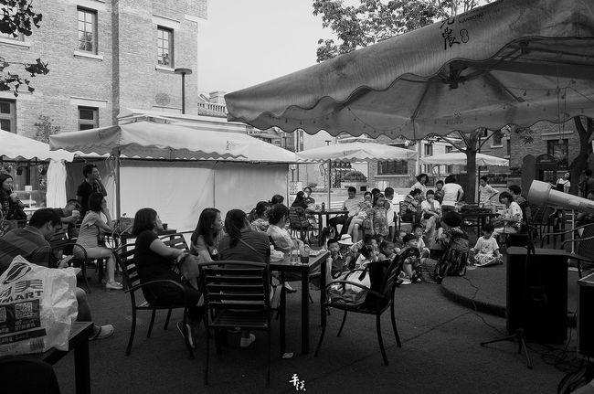 Sitting Person Large Group Of People Table Chair Lifestyles Leisure Activity Relaxation Full Length Outdoor Restaurant Building Exterior Outdoors Performance Dining City Life Your Design Story Ricoh Gr Stree Photography Street Photo Balck&White Black And White Black & White Tianjin China
