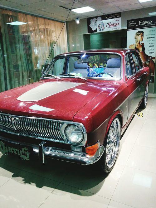 Volga car in Mall. Волга в ТЦ. Car Retro Retrocar Volga Bigwheels Tuning Mall Metallic Волга Машина торговый центр Диски ретро