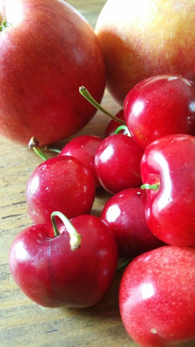 Temporada...Red Fruit Eye4photography  Streamzoofamily Symplicity Españoles Y Sus Fotos The Purist (no Edit, No Filter)