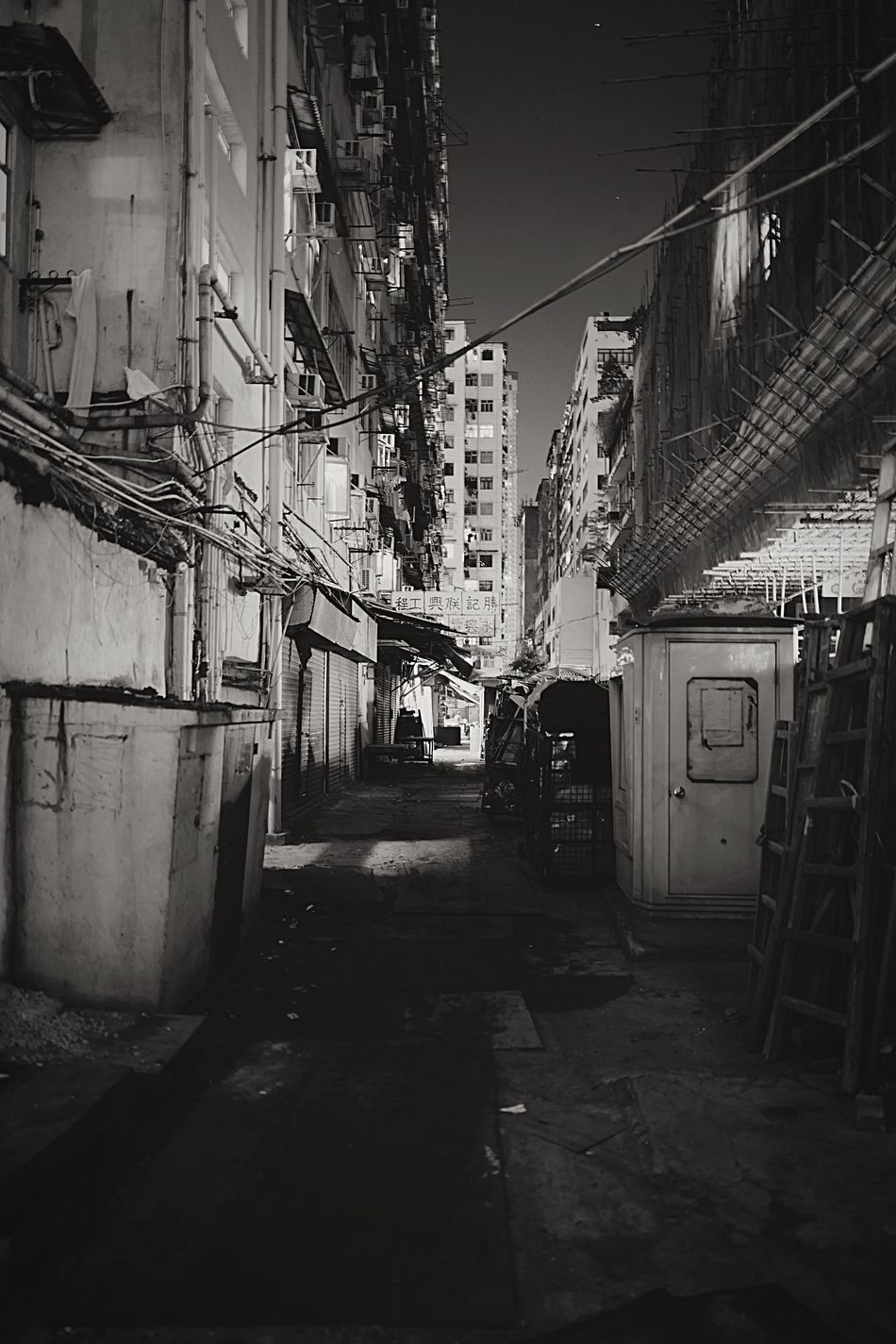 Backstreet HongKong Discoverhongkong Leica Leicaq Nightphotography Streetphotography Streetphoto_bw Capture The Moment Tokwawan Walking Around