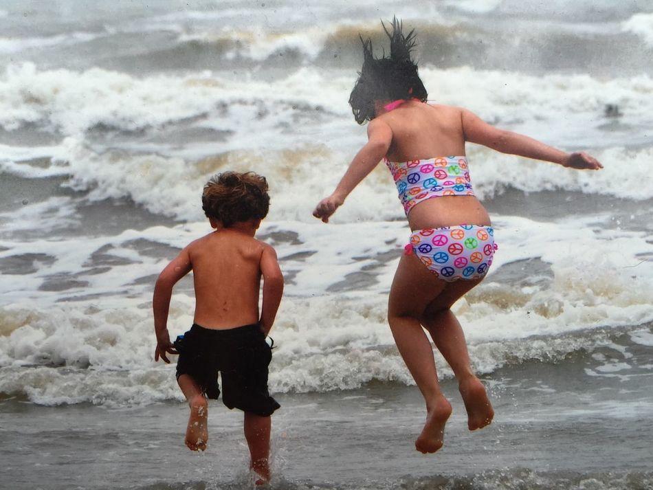Capture The Moment Kids Being Kids Kidsjustwantohavefun Beach Love Without Boundaries