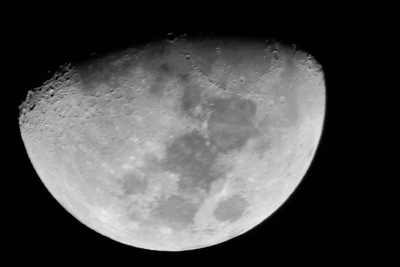 ForTheLoveAtTheMoon Maximum Closeness Moon Taking Pictures Fortheloveofblackandwhite BeautyInTheDark Half Moon Moon Surface Simplynoir Taking Photos EyeEm Nature Lover Close-up Beautiful Nature Nature Mirando El Cielo Beauty In Nature Thedarkside
