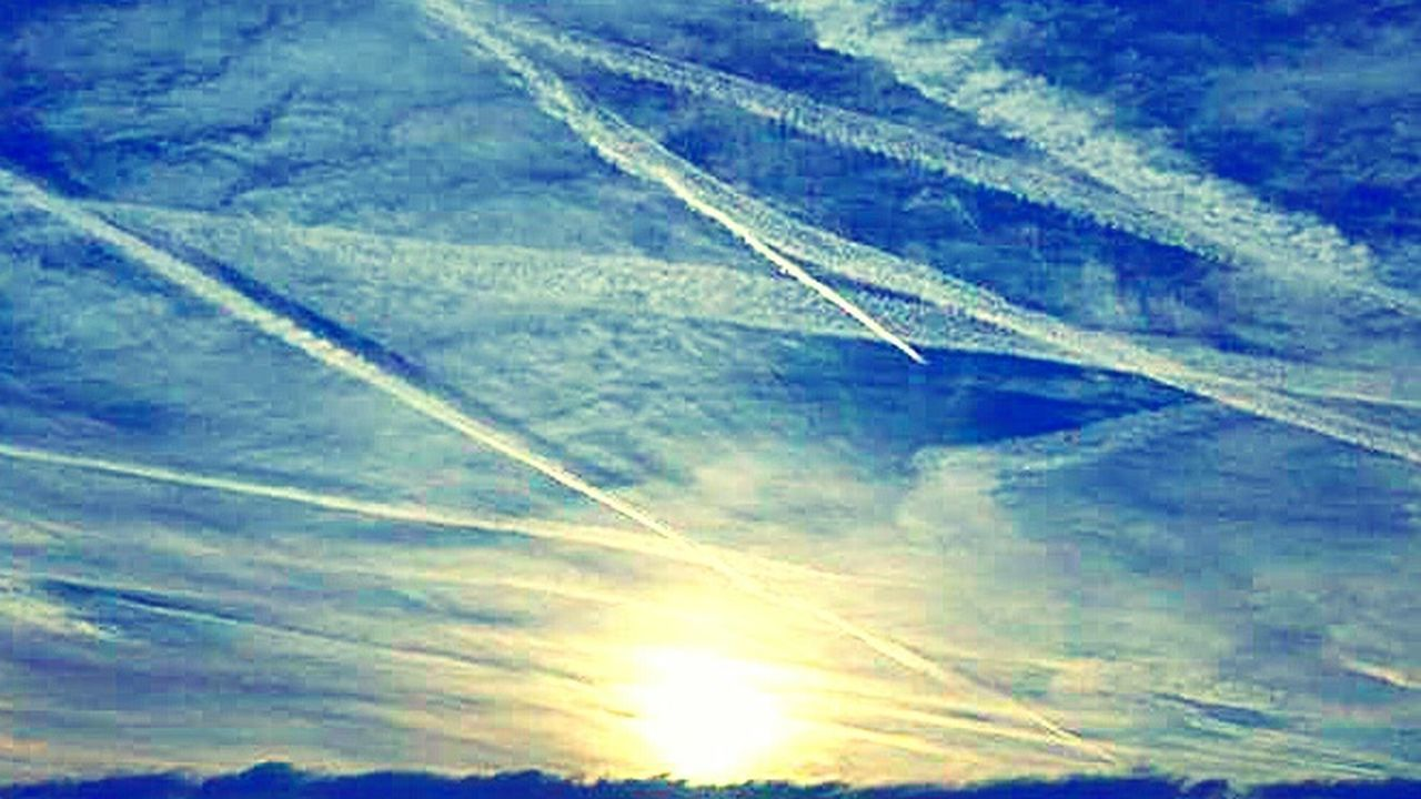 Chemtrails Whatthefuckaretheyspraying GeoEngineering Chemical Sunset i pity the fool who thinks this is normal