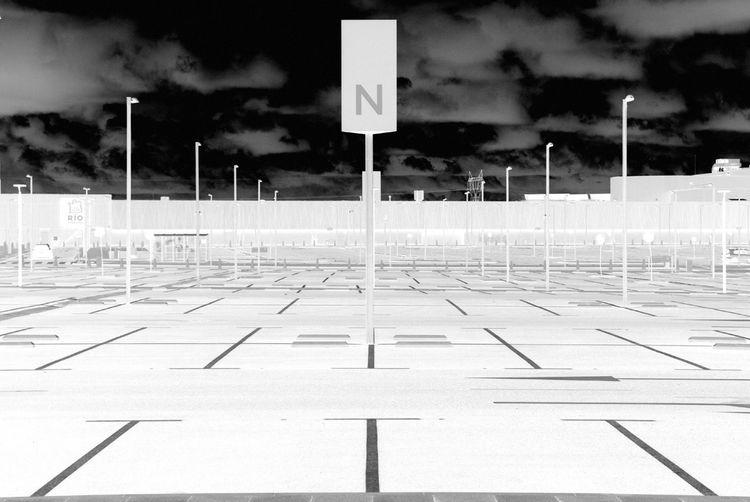 Geometric Abstraction Lets Gaudi NEM Black&white Change Your Perspective