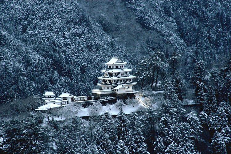 雪の八幡城