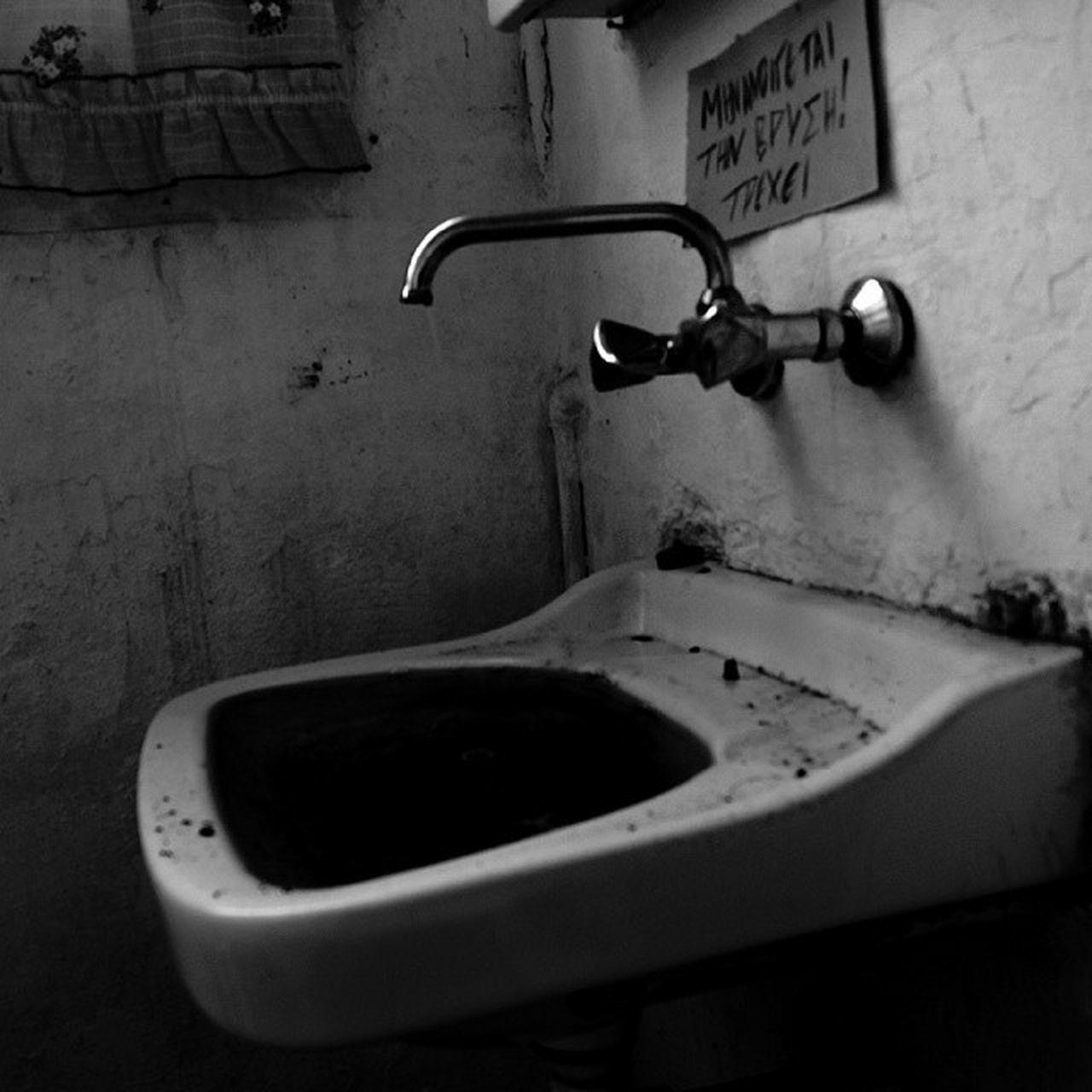bathroom, indoors, domestic bathroom, no people, domestic room, faucet, day, close-up, bathroom sink, toilet bowl