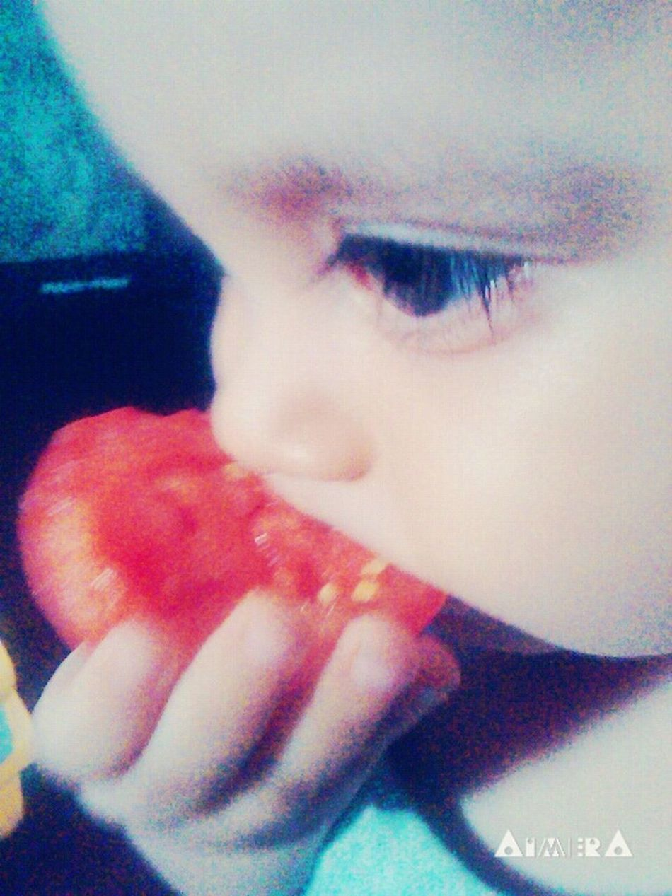 🍴🍅👌👶 Tomato Dilicious Eat Baby Babyboy Redtomato Goodeat Good Times My Brother  Baby Brother