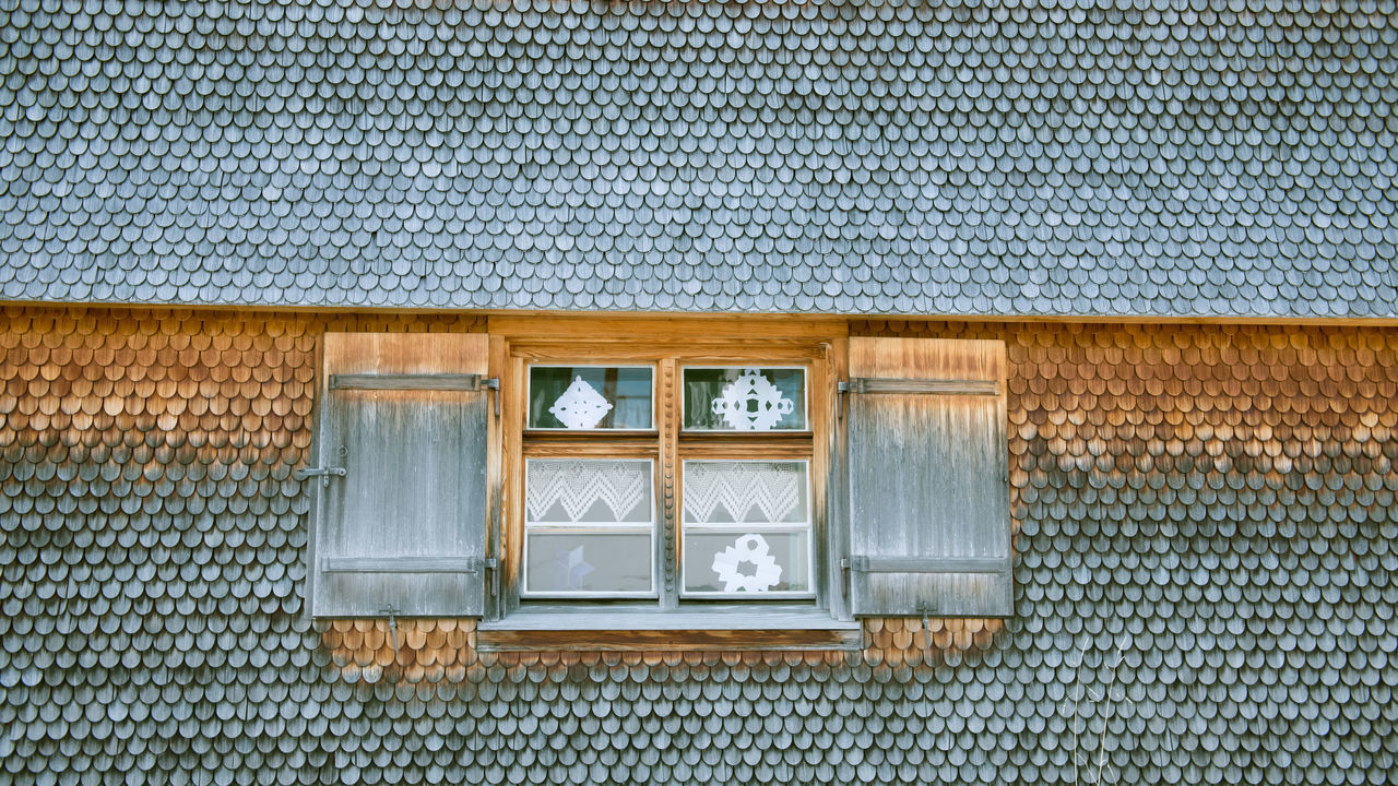 Architecture Building Exterior Built Structure Close-up Day House House In The Mountains No People Old House Outdoors Schindeln Shingles Window Woodhouse