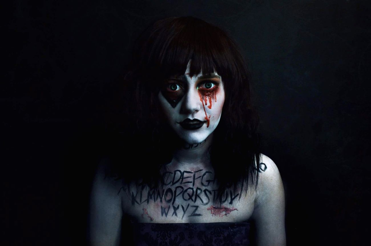 Comment Pose Halloween Black Background Blood Setup Spirits Deamon Darkness Studio Photographs Contacts Scary Photographers Photography Horror Dark Model Photographer Photoshoot Makeupartist Specialeffects Makeup Ouija Board  Ouija