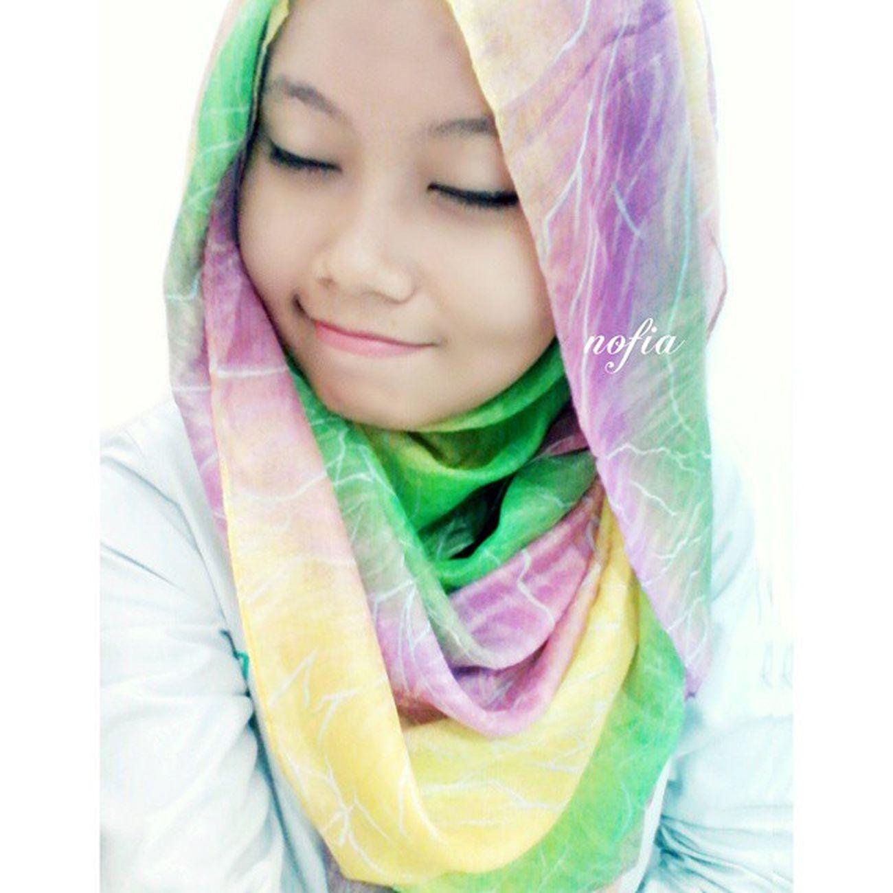 Jangan meminta orang lain untuk menghargai mu, tapi hargai orang lain karna mereka akan menghargai mu. Jumat berkah , Insallah . BTW , kayanya aku gemuk banget ya sekarang. Faktor ngemil nih , huhuhu. Grils, jilbab ku cucok kan ???? koleksi @jilbab_love yang unyu-unyu badai. haha Me Selfie LOL Jilbab hijab photooftheday instamorning bestoftheday instahome indonesiaonly smartfren c360 andromaxc ipiccy
