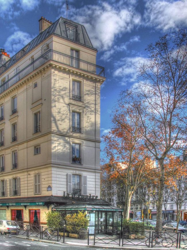 A much smaller, only one apartment wide, building in the Montreul suburb of Paris Paris Appartment Montreul