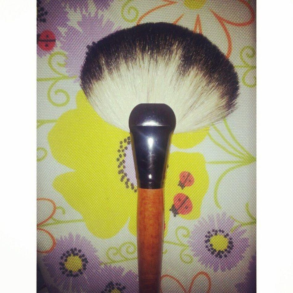 Got a sassy new make up brush. I don't really need it though. Loooool Ikr Sassy Swampfamily Gatorjuice effyourbeautystandards plumpinay igersph igerspinoy igersphilippines igersmanila filipinosbelike curvy honormycurves 2013 TFLers tagsforlikes follow f4f l4l pinoy filipino love igph fotd potd girl me