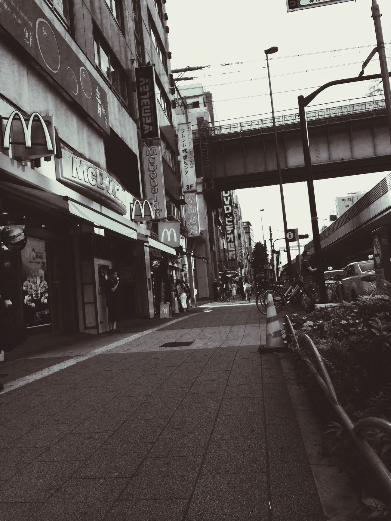 Deserted Mac...in Akihabara,Japan..!!