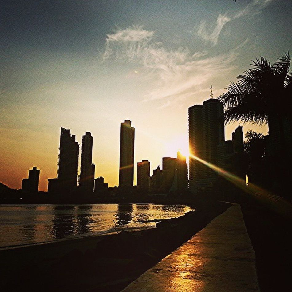 Panamá Cintacostera PanamaCity Ciudaddepanama oceanomarciudadcitylifeatardecersunserpalmtreessummerdailywalkbestofthedaysunlightsolveranosummer What I Value