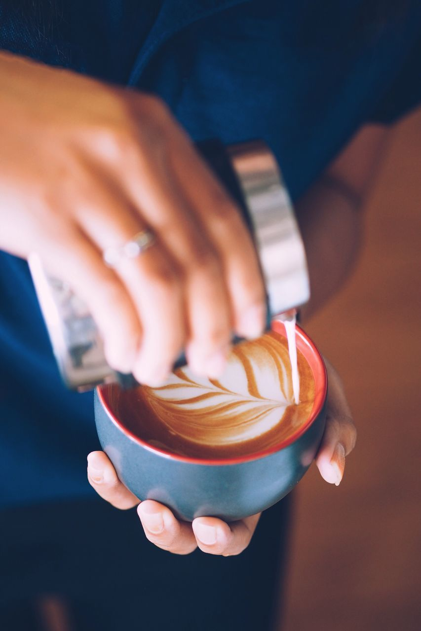 human hand, holding, human body part, real people, focus on foreground, close-up, coffee - drink, one person, indoors, drink, men, women, day, freshness, people