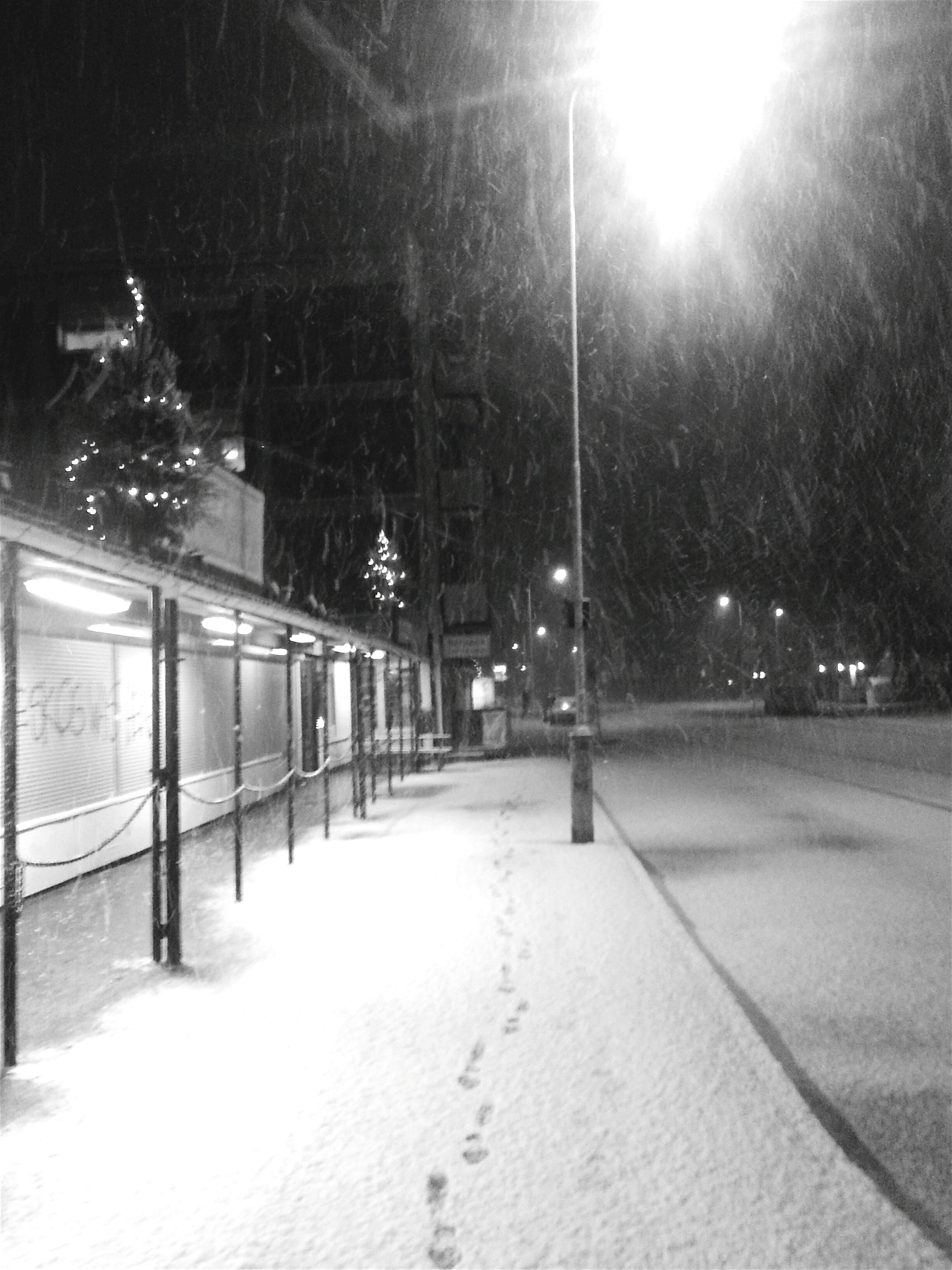 B&w Street Photography Footprints In The First Snow Snowfall In Streetlight At Night Emty Street At Snowy Night Android Image Of Street By Night Suburb Street At Snowy Night Footprint In Black Street In White