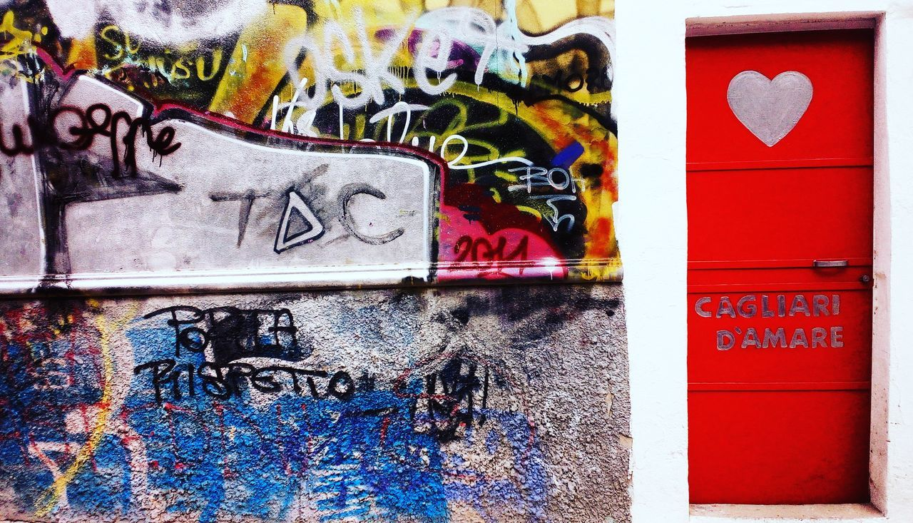 Un cenno all'amore attraverso una foto scattata nella mia città natale. Cagliari. Graffiti Art And Craft Multi Colored Creativity Communication Spray Paint Cagliari Cagliari, Sardinia Cagliari Urban City Graffiti Murales Mural Art Murals Graffiti Art Graffitiporn Graffiti The World