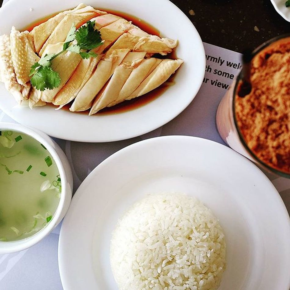 Lunchtime! Chicken rice with soup and milo Hungrylittleasiangirl X100t X100tfujifilm