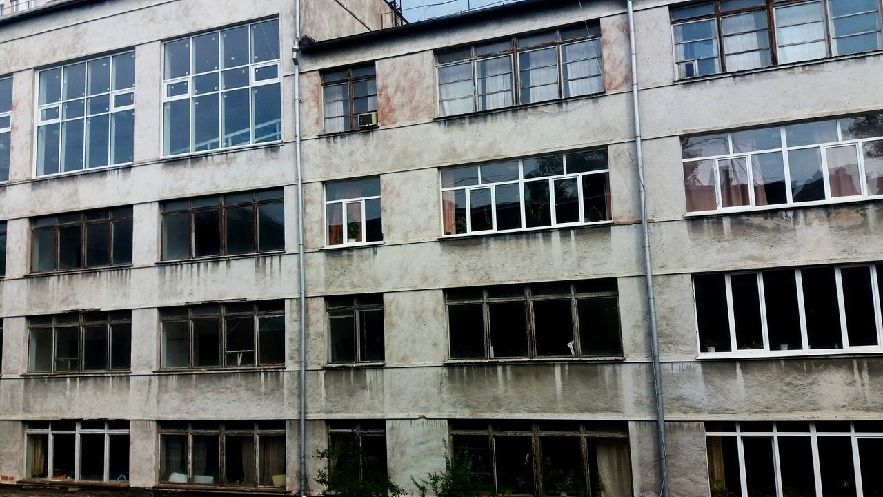 window, building exterior, architecture, building, built structure, abandoned, full frame, outdoors, no people, backgrounds, day