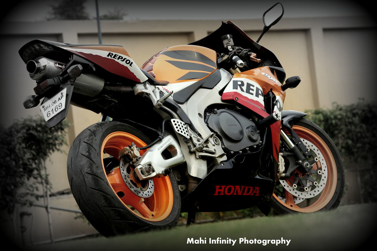 Beauty on wheels 1000cc Beauty Hondaracing Mode Of Transport Outdoors Repsol Superbike Transportation