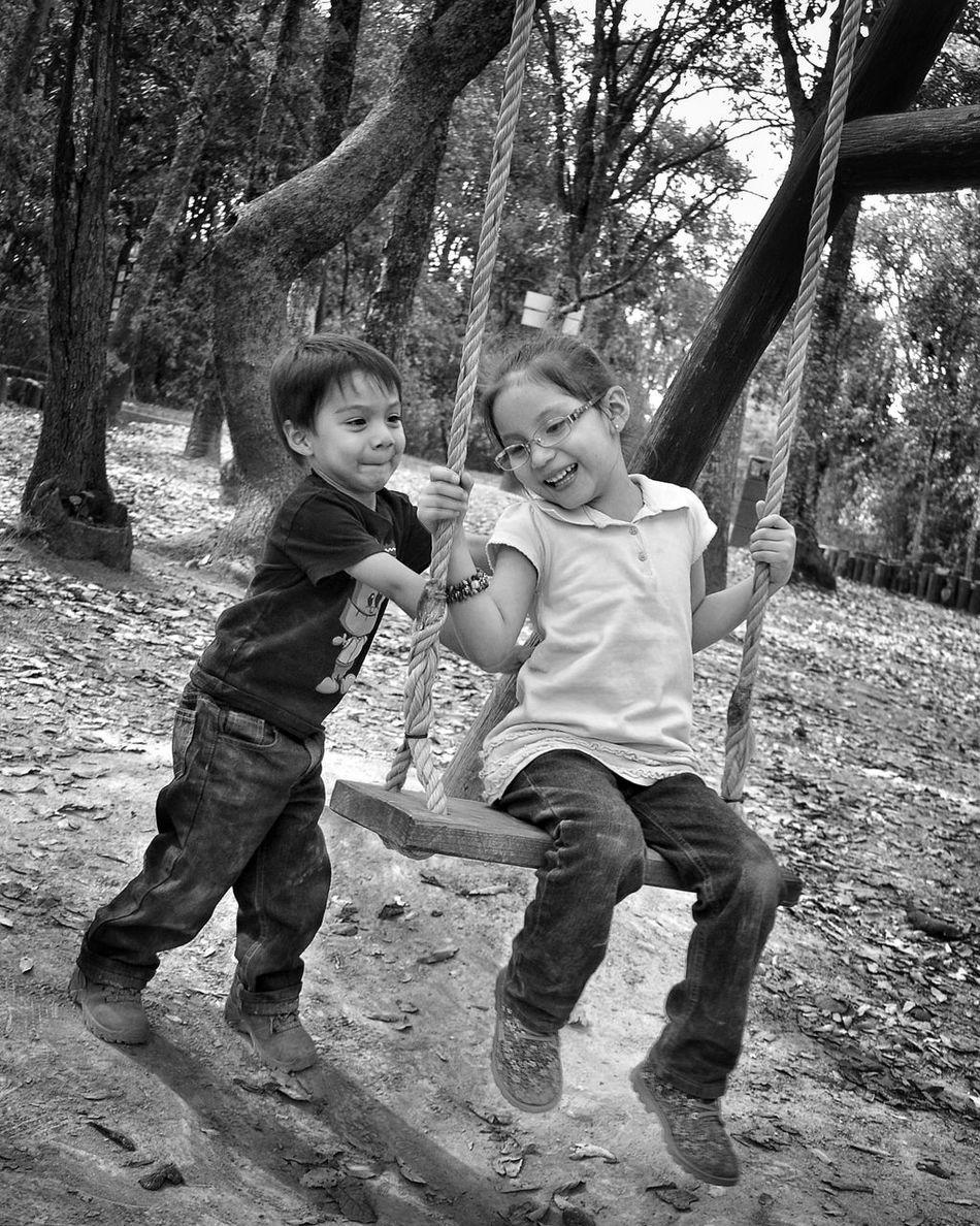 Childhood Two People Real People Leisure Activity Baby Tree Outdoors Babyhood Happiness Child Kids At Play Kids Portrait Kidsphotography Niños En El Parque Retratosdeniños Niñosjugando Children Only Smiling Retrato Familiar Niñosfelices