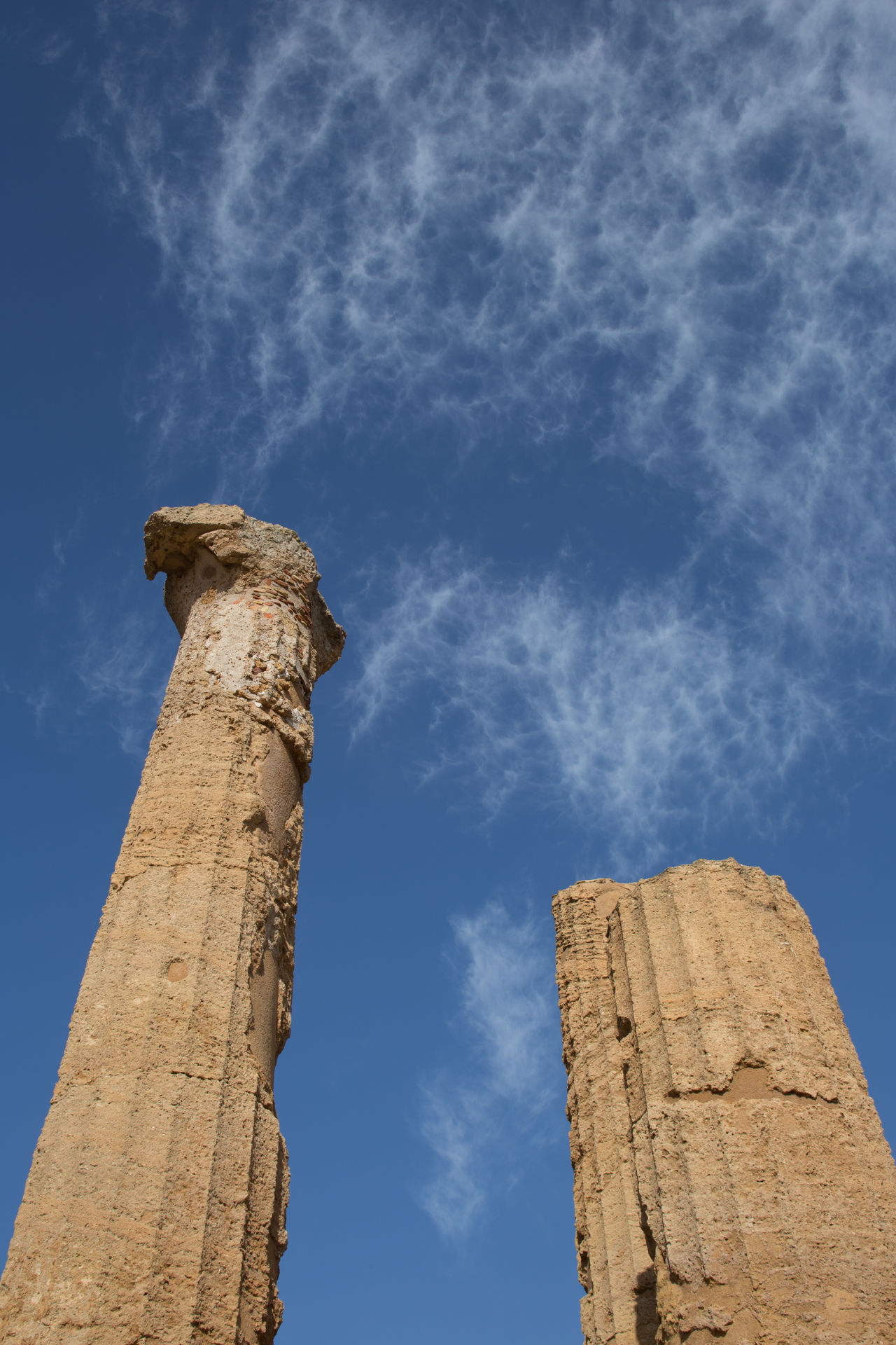 Rovine su cielo blu Ancient Ancient Civilization Architecture Blue Building Exterior Built Structure Cloud - Sky Day History Low Angle View Nature No People Old Ruin Outdoors Sky Tempio Di Giunone Valle Dei Templi