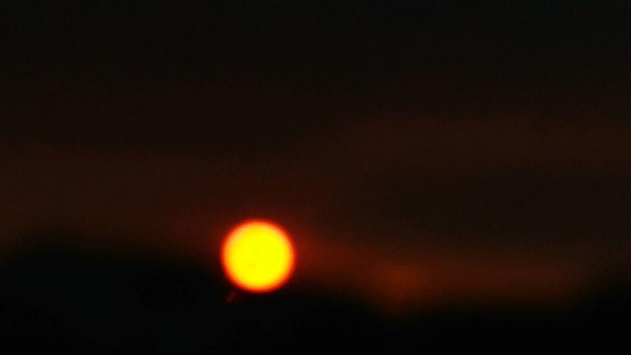 Sunset, sunfocused Outdoors Scenics Beauty In Nature Sky EyeEm Nature Lover EyeEmNewHere Window Backgrounds