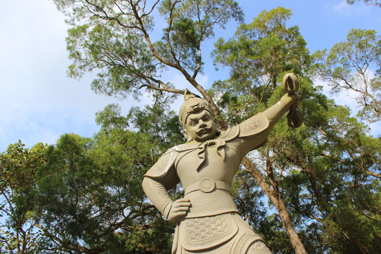 Tree Low Angle View Sword Sky Statue Sculpture Men Outdoors Day Adult People Travel Photography Travel Destinations Branch HongKong Beauty In Nature Tian Tan Buddha (Giant Buddha) 天壇大佛
