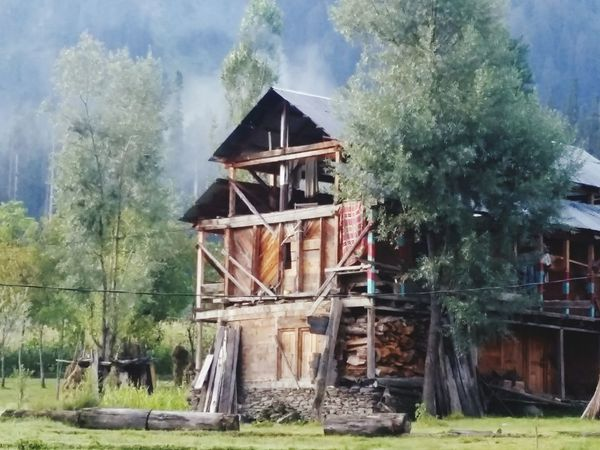 I really love this capture of mine.. a wooden kashmiri house with smoke comig from the chimney in the morning.. the zoom has made it blurry but i liked it this way.. Kashmir Azad Kashmir Kashmir Is Heaven Heaven On Earth Naturelovers Peace And Love ✌❤
