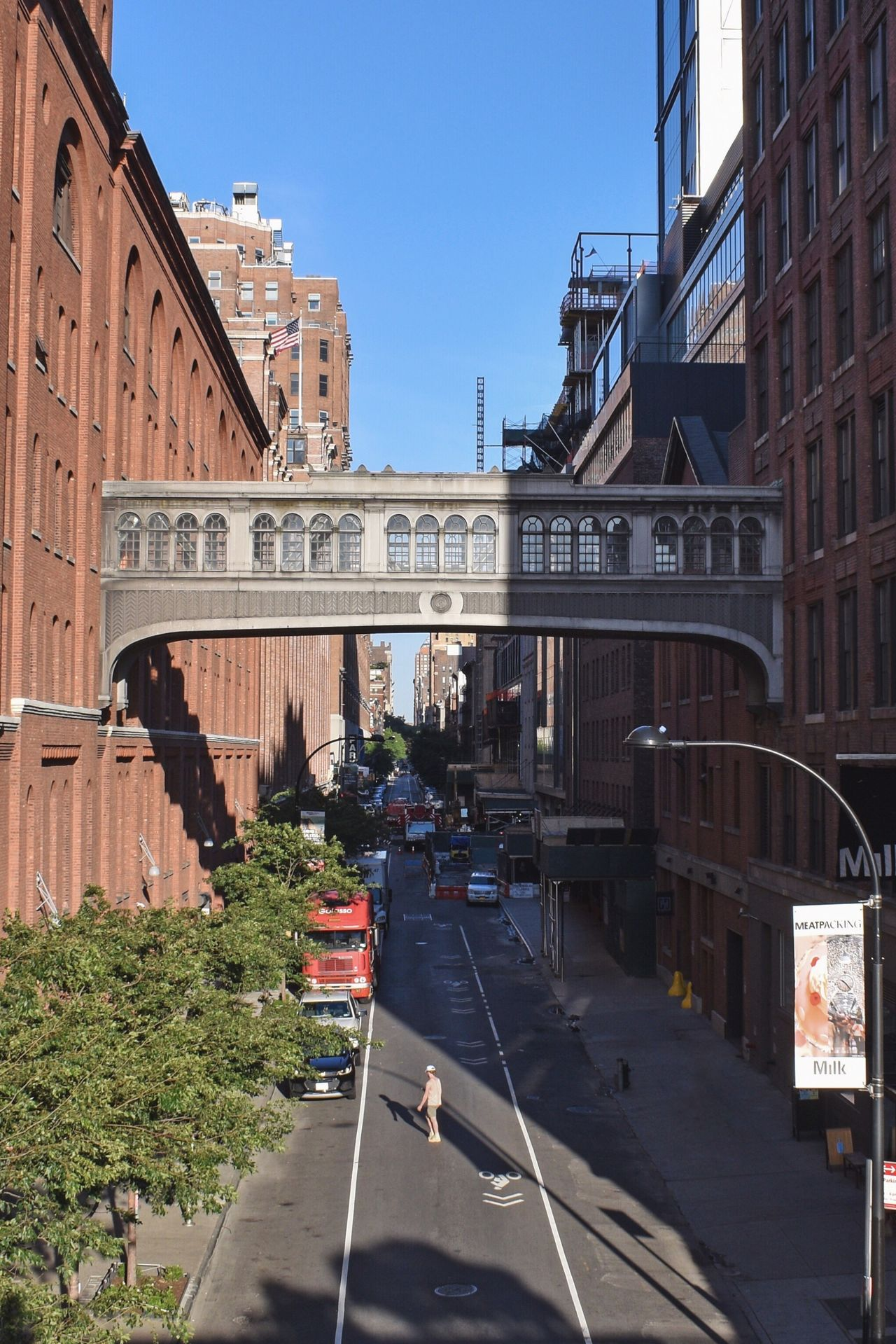 Architecture Built Structure Building Exterior Transportation Clear Sky Day Incidental People Outdoors Land Vehicle City Mode Of Transport Sunlight Car The Way Forward Road Sky Real People Tree People Streetphotography Street Photography Street Life Streetphoto In The Middle High Line Park
