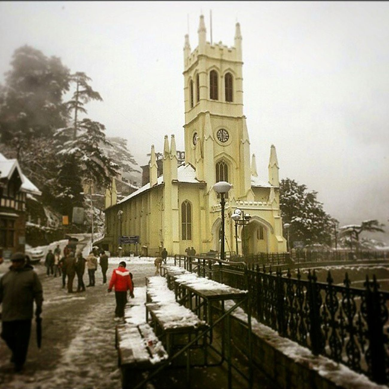 Picture credits @aashpixesgmail Beautiful Shimla Himachalpradesh Himachalpictures Snow Church Winter Foggy Weather Ourindia Discoverindia Ourplanetisbeautiful Teddaashi Lonelyplanetindia India_ig _oye Xploration_nation