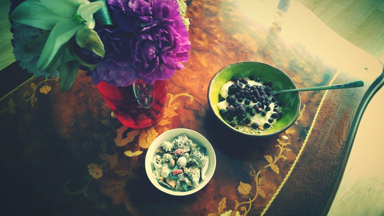 Breakfast Good Morning Greekyogurt Blueberries Almonds Oatmeal Flowers Shells from the Philippines Patterns Morning Light Natural Light