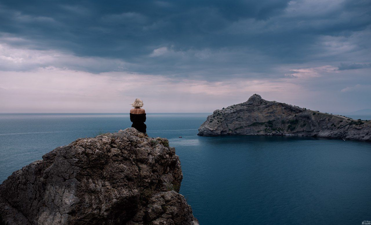 sea, horizon over water, water, nature, sky, rock - object, beauty in nature, tranquil scene, tranquility, scenics, cloud - sky, standing, outdoors, one person, day, people