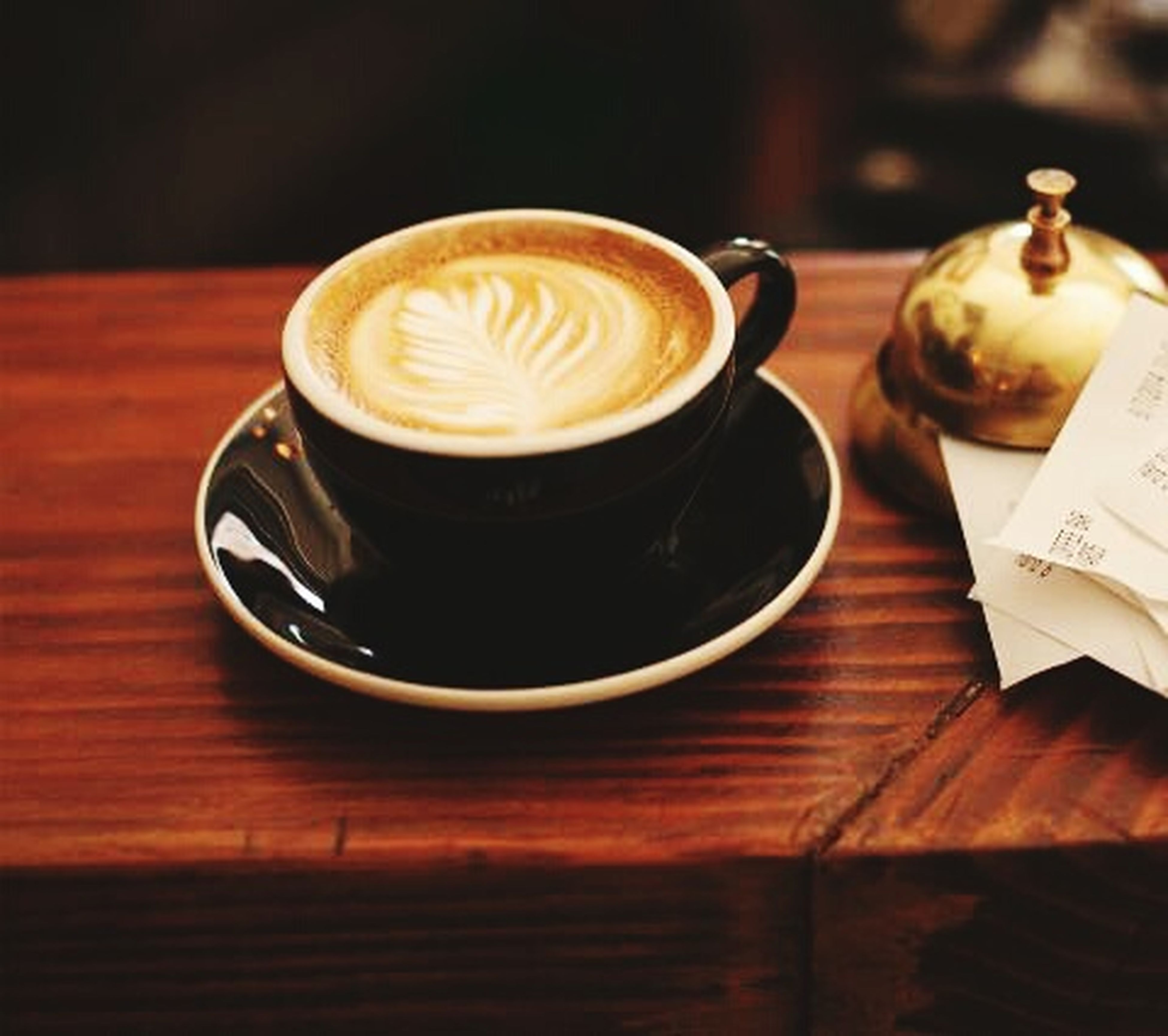 drink, coffee cup, refreshment, food and drink, table, saucer, coffee - drink, frothy drink, indoors, cappuccino, freshness, coffee, froth art, still life, cup, close-up, beverage, latte, cafe, wood - material